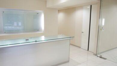 ホワイト&大型ミラーで清潔感あふれる居抜きオフィス